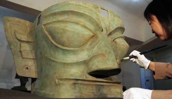 Le maschere e i tesori del Sichuan sono esposte ai Mercati di Traiano, a Roma.