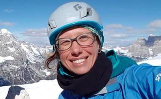Perde l'appiglio mentre scende dalla montagna: Sonia precipita e muore a 41 anni
