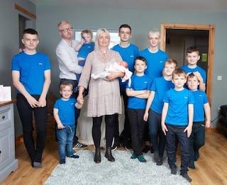 Dopo 10 maschi, arriva finalmente la femminuccia. La gioia di mamma Alexis e della sua famiglia