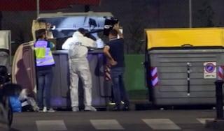 Alicante, senzatetto cerca cibo nella spazzatura e fa una scoperta choc: c'è un neonato morto