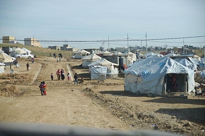 Il campo profughi alla periferia di Duhok, nel Kurdistan iracheno, dove vivono migliaia di sfollati yazidi (Human Rights Watch)