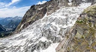 """Monte Bianco, allerta ghiacciaio Planpincieux: """"Già sciolti 2.500 m³, scivola decine di cm al giorno"""""""