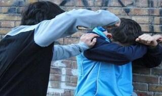 """Padova, mamma incita figlio di 11 anni a picchiare i compagni a scuola: """"Ammazzali dai!"""""""