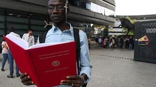 Sbarcato a Lampedura nel 2011, si è laureato con una tesi sulla guerra in Darfur da cui era fuggito