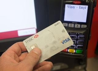 Cashback, rimborsi per chi paga con carta dall'8 dicembre: le regole, da tetto massimo a superbonus