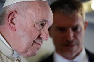 """Il Papa di ritorno dall'Africa: """"Xenofobia malattia come il morbillo, chi alza muri resta solo"""""""