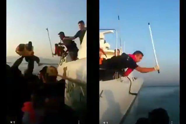 I terribili momenti dell'attacco della motovedetta turca al gommone di profughi siriani