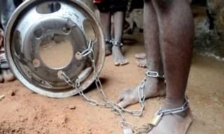 Nigeria, 500 uomini e bambini legati alle catene e torturati in una scuola coranica