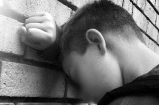 Macerata, mamma fa sesso con l'amico 14enne della figlia: alcol e droga prima dei rapporti