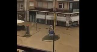 Maltempo in Piemonte, temporali e grandinate: strade trasformate in fiumi di fango ad Alba
