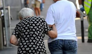 Pordenone, soldi spariti e anziana cremata: alla badante sequestrato oltre 1 milione di euro