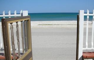 L'onorevole con casa abusiva che vuole lo stop ai vincoli di edificazione in spiaggia in Sicilia