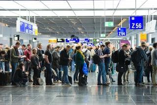 Centinaia di voli cancellati in tutta Europa a causa di un guasto al controllo del traffico aereo