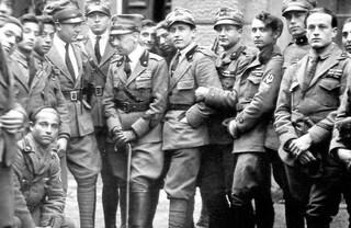 Tensione a Fiume, italiani si presentano con bandiere del Regno d'Italia: croati fermano 3 aerei