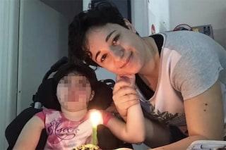 """Giulia a 8 anni non può camminare né parlare. La lotta di mamma Diana: """"Sono io la sua voce"""""""