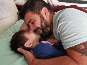 Francesco e il piccolo Tommi (Facebook).