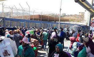 La tragedia di Fatima, morta sugli scogli alla frontiera di Ceuta perché non c'era un bagno