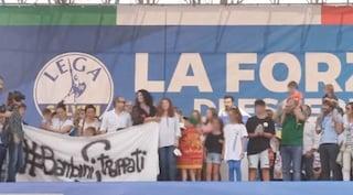 Pontida: Salvini conclude il comizio sul palco con Greta, bimba di Bibbiano