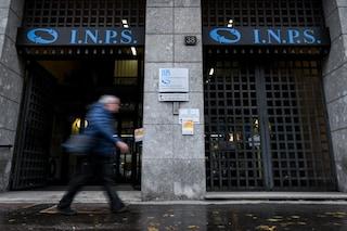Pensioni, la manovra sblocca gli aumenti: assegni (poco) più alti per chi riceve meno di 2mila euro