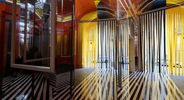 La memorabile installazione di Daniel Buren nell'ingresso del MADRE di Napoli.