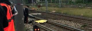 Bra, attraversa i binari con le cuffiette: travolto e ucciso da un treno