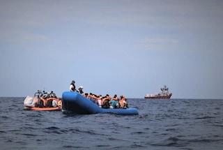 I 176 migranti soccorsi dalla Ocean Viking sbarcheranno al porto di Taranto