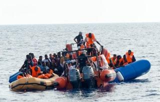 """Ocean Viking salva altri 73 migranti. Salvini: """"Sindaci della Lega non accoglieranno nessuno"""""""