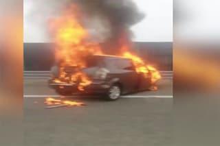 Incidente Pinerolo, fiamme dopo lo scontro tra auto: morti padre e figlia piccola tra le lamiere
