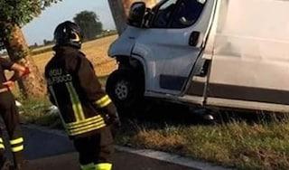 Dramma a Parma: 37enne muore schiacciato dal furgone del latte, ferito bimbo di 4 anni