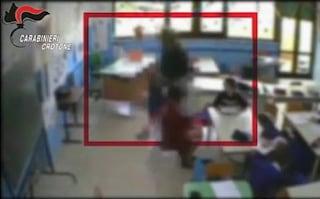 Crotone, botte e insulti a bimbi delle elementari: 3 maestre incastrate dai video