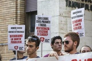 Università, contestazioni e flash mob al test di Medicina contro il numero chiuso