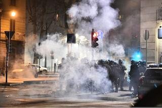 Scontri al corteo degli anarchici, guerriglia a Torino: raffica di arresti in tutta Italia