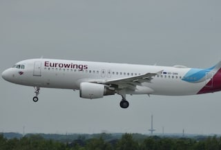 Paura su volo da Lamezia Terme a Berlino, una dozzina di feriti per violenta turbolenza