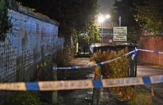 Regno Unito, 12enne trovato morto sui binari: stava giocando vicino la linea dell'alta tensione