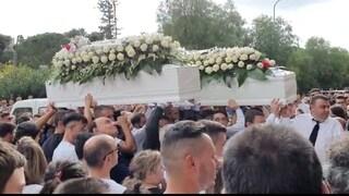 """Incidente Belpasso, i funerali delle quattro vittime: """"Nessuno muore nei cuori di chi resta"""""""