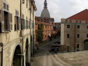 La Cavallerizza Reale di Torino: un incendio ha distrutto il tetto dello storico sito UNESCO.