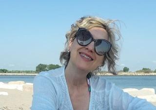 Sconfigge due tumori, si licenzia da operaia e si rimette a studiare: la storia di Monica
