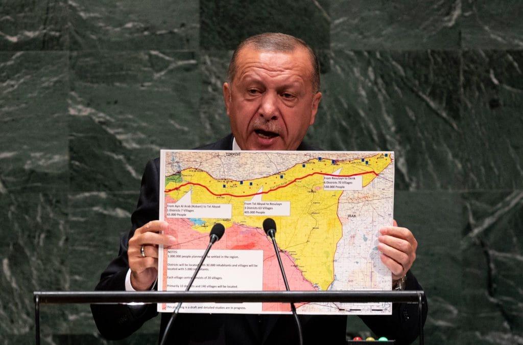 """Erdogan illustra la """"zona sicura"""" all'ultima assemblea generale della Nazioni Unite (Gettyimages)"""