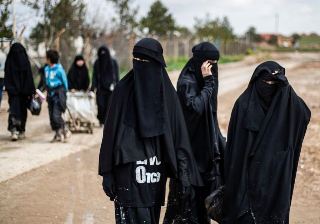 Alcune donne straniere affiliate all'Isis nel campo di al–Hol (Gettyimages)