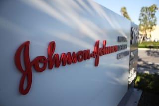 """Risperdal, condannata Johnson&Johnson: """"8 miliardi a uomo per avergli fatto crescere il seno"""""""