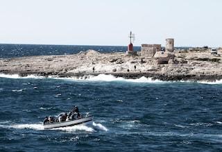 Migranti, sbarchi senza sosta a Lampedusa: l'hotspot è al collasso