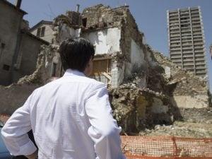 Giuseppe Conte visita le zone colpite dal terremoto del Centro Italia. Foto: LaPresse/Palazzo Chigi/Filippo Attili