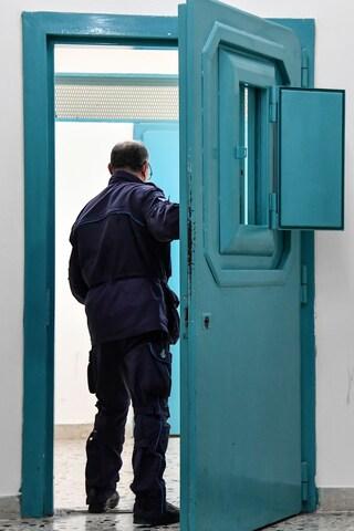 Trapani, lite in carcere: detenuto colpisce poliziotti in testa con una sbarra di ferro