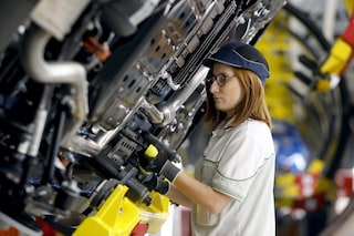 Lavoro, la disoccupazione torna a crescere: è al 9,9%, in aumento anche quella giovanile
