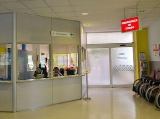 Reggio Emilia, ragazza di 22 anni muore all'ospedale dopo intervento a Sassuolo: aperta indagine