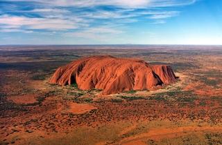 Australia, da domani vietato scalare l'Uluru, montagna sacra degli aborigeni