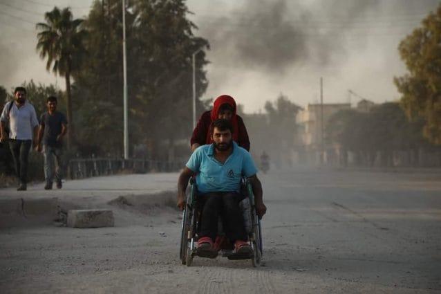 In pochi giorni sono già 100mila i civili in fuga dalle città a maggioranza curda sotto attacco turco (Rojava information center)