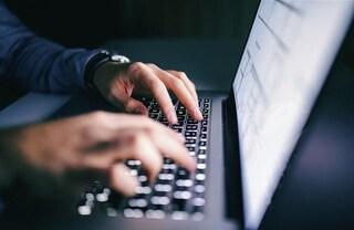 Violava account per rubare foto e video intimi di donne, dipendente Yahoo scoperto e licenziato