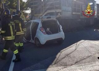 Brindisi, incidente nel rione Perrino: auto travolta da treno, paura per quattro donne