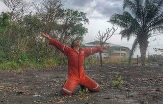 Amazzonia, dopo gli incendi arriva finalmente la pioggia e i pompieri piangono di gioia